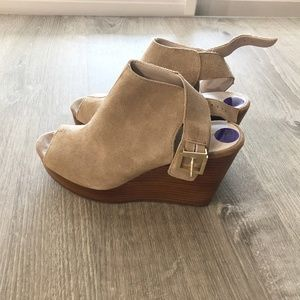 KENNETH COLE  PLATFORM   SHOE NEW ! OFFERS WELCOME